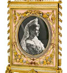 Faberg imperial jeweler to the tsars houston museum of natural perhaps best known for the imperial easter eggs created for the russian royal family the house of faberg also fashioned jewelry and luxurious gifts for negle Gallery
